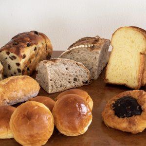 〈パレスホテル東京〉の焼きたての味をおうちで。厳選したパンが7種入った「BAKERY BOX」をお取り寄せ。