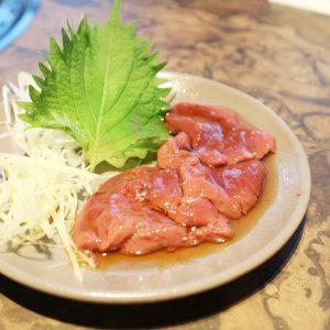 8月31日までの復刻メニュー「和牛生食レバー」。レバ刺しのような生食感を味わえます!