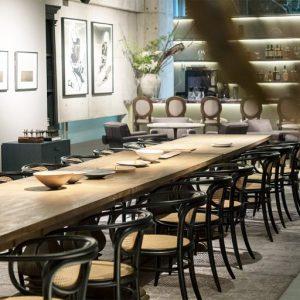 【PUBLIC】アートファンのための社交場。展覧会やポップアップイベントなどを行うためのギャラリー、様々な時間帯・用途で使えるレストランを併設。