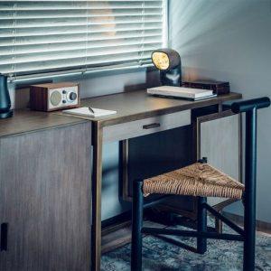 【FURNITURE】職人の手仕事を感じる家具。館内の家具はほぼすべて国内外の職人によるハンドメイドで、このホテルのためにデザインされたもの。