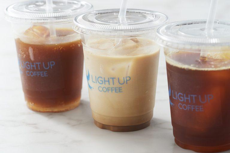 〈LIGHT UP COFFEE〉の「エスプレッソトニック」700円(税込み、11:00〜16:30LO)