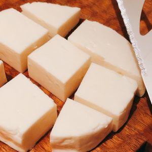 ブラジル人が作る母国の味。〈ビルミルク〉の「ミナスチーズ」。~眞鍋かをりの『即決!2,000円で美味しいお取り寄せ』~