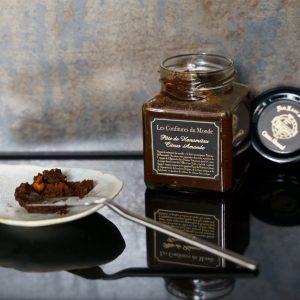 「シトラスアーモンド」1,404円(税込)。 ローストしたアーモンドに、国産の甘夏、そして異国情緒漂うクローブでアクセントを加えた一品。香ばしさの中に甘夏の甘みと鼻から抜けるスパイスの香りがたまりません。