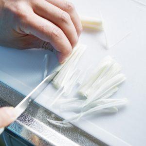 【POINT】外側2〜3 枚は繊維に沿って細切りに。