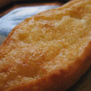 トーストしたてのバターの泡っぷりはこんなもんじゃありません(写真撮っている間に染み込んでいきました)。