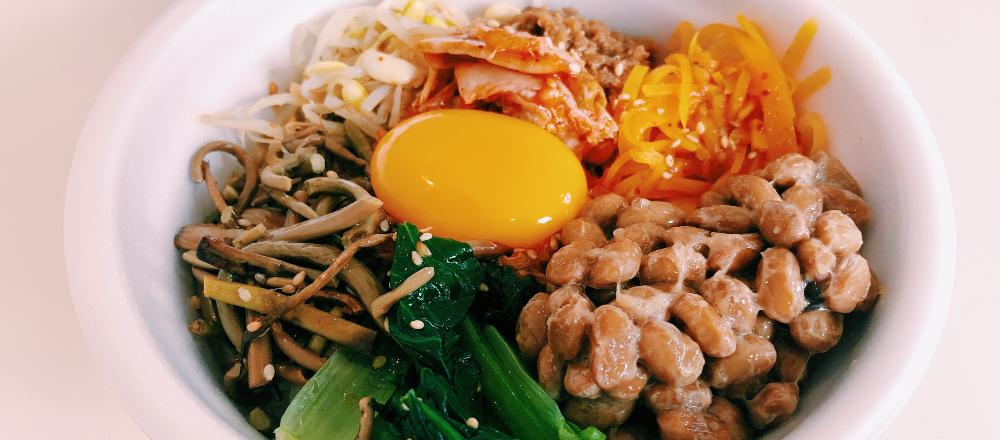 もはや納豆料理の鉄板メニュー!浅草〈ファルファサン〉のビビンパを納豆カスタム。