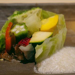 お魚以外のメニューも一つ一つひねりが効いていて、種類も豊富。こちらの旬野菜の手作りテリーヌは、海鮮のお出汁がよく染みていて、エスプーマ状のドレッシングとも合う和テイストな美味しさ。