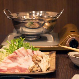 岩手県のブランド豚「白金豚(プラチナポーク)」を使用したしゃぶしゃぶ。肉味まろやかでこれまた絶品です。