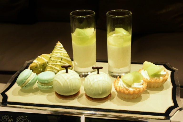 メロンの形のデザートやグリーンのマカロンがカワイイ!