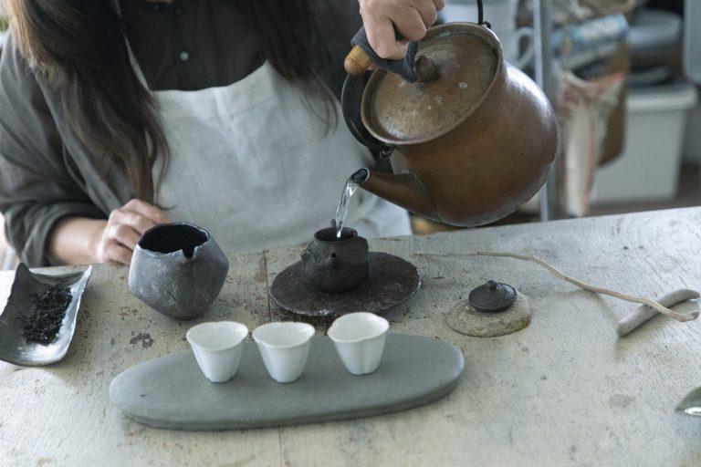 毎朝、ババグーリのやかんでお湯をわかすことから一日が始まる。