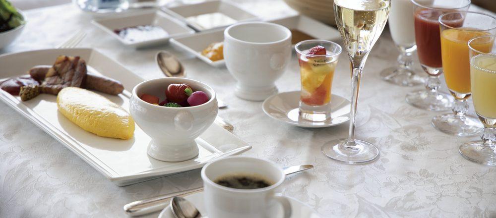 ホテルメイドのパンとシャンパンで極上の朝食を。北海道でオンリーワンの眺望、〈ザ・ウィンザーホテル 洞爺 リゾート&スパ〉へ。