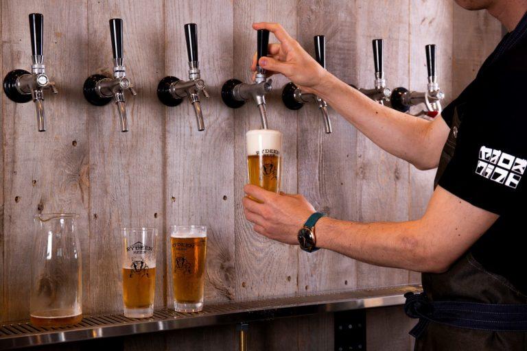 八海山クラフトビール「RYDEEN」の生ビール全種が飲める。