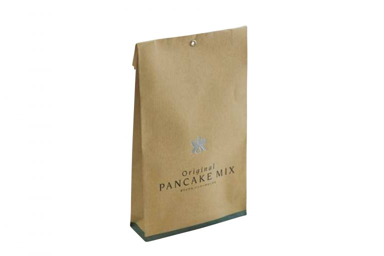 パンケーキミックス/〈ハレクラニ沖縄〉オリジナル。田芋と米粉でもっちりふわっと仕上がる。300g1,800円。