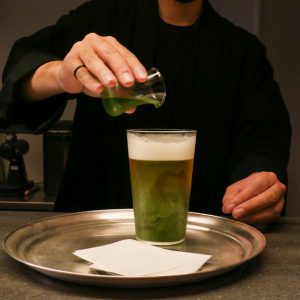 「抹茶ビール」800円(税込)。