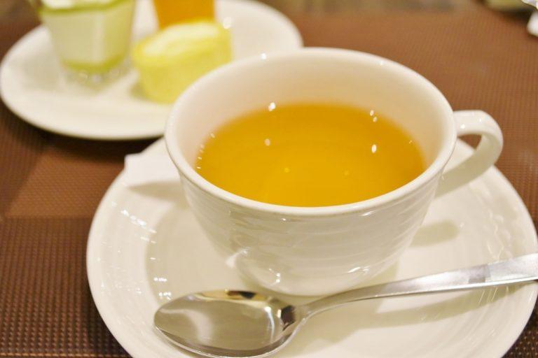 ハイビスカスやレモングラスなどがブレンドされたハーブティーの「レッドジンガー」。