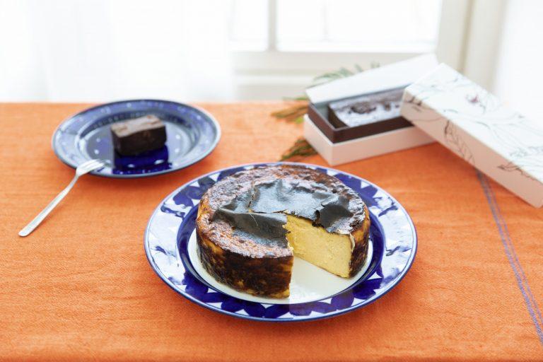 〈Sincère〉のバスク風チーズケーキ、アマゾンカカオのテリーヌ