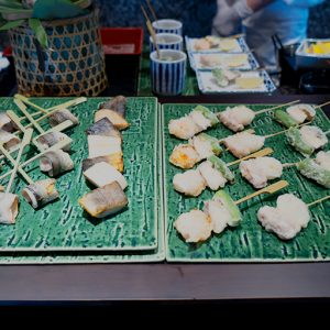 串天ぷらはひとつずつ取ることができます。