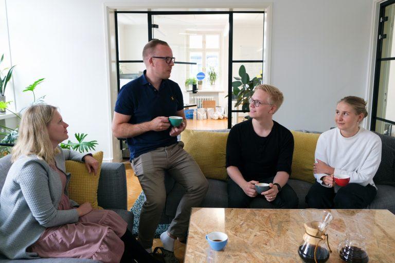 SLURPのメンバーは1日に5〜6回もコーヒー休憩を取るのだとか(左から2番目がマヌエルさん)
