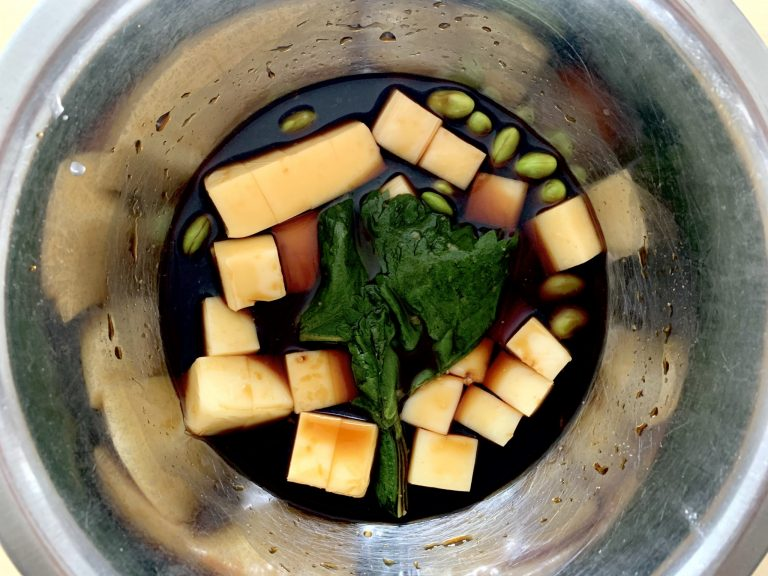 大葉にんにく醤油で漬けたチーズの枝豆ピンチョス2