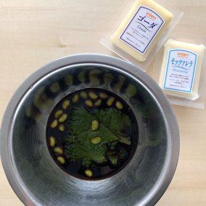 チーズは特に柔らかく染み込みやすい分、表面をキッチンペーパーで軽く拭くと風味も生かした複雑な味わいになります。