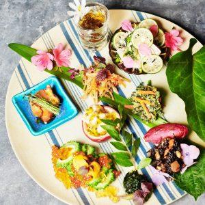 沖縄の伝統料理を見つめなおし、新しい形で提案する〈沖縄ストックストア〉。