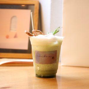 「ashitaba green tea latte」 550円(税込)。