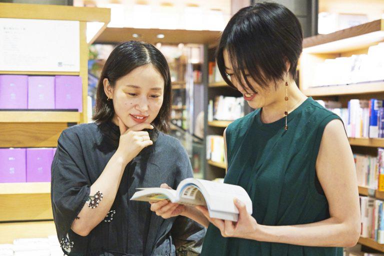 いつか平野さんにおすすめしたいと思っていた、片岡さんの小説と写真集。