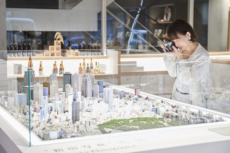 新宿エリアのジオラマがお出迎え。写真を立体にした構造だからリアル。
