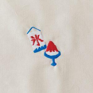 かき氷/コツ:「氷」の文字を先に刺す。波模様など細かい部分を刺したら、残りの面を埋めるように。