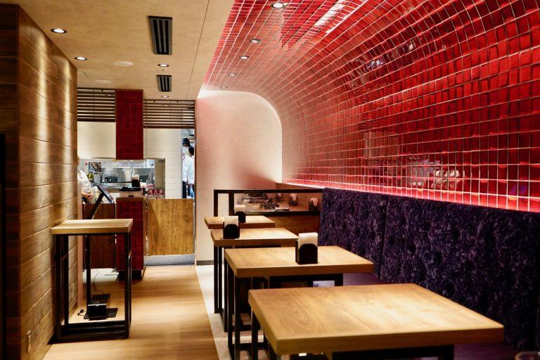 東京駅北通路周辺に新たに66店舗が出店したグランスタ東京内にオープン。19席。