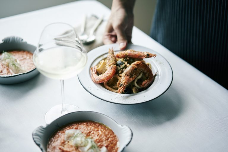 「赤海老とスルメイカ、ドライトマトと山椒のプッタネスカ」のレシピ
