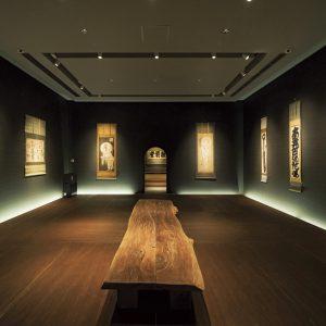 約200点に及ぶ白隠のコレクションから、20〜30点の禅画を披露する荘厳堂。身近なものとして感じられるよう、禅画はガラスケースなどに入れずそのまま展示。