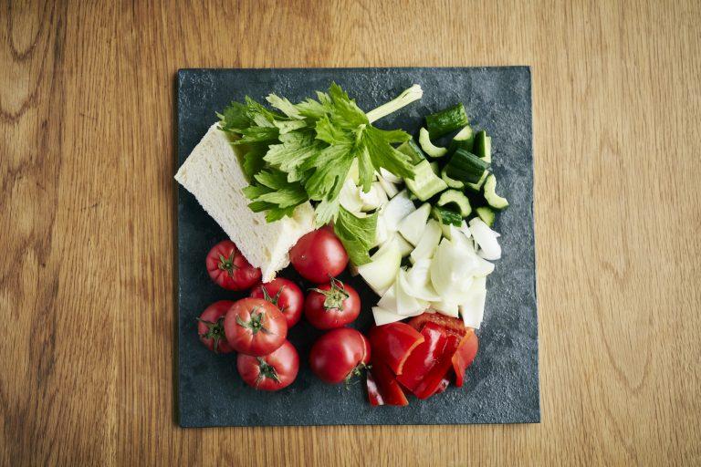 「夏野菜のガスパチョとスズキ」のレシピ