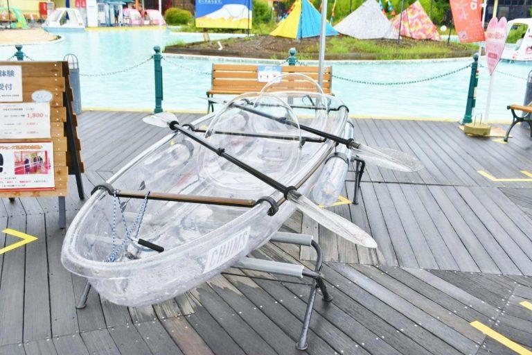 透明で涼しげな〈CHUMS〉のクリアカヌー。