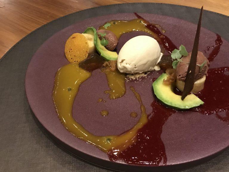 「真夏の夜の夢」バナナ・アボカド・チョコレート・松の実・きくらげ・薬膳ゼリー