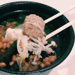 薬膳スープと納豆で最強の処方飯!東日本橋〈薬膳スープ専門店 薬膳日和〉のパクチー薬膳納豆スープを納豆カスタム。