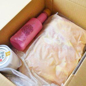 ピンクの「ビーツの発酵ドレッシング」をみてウキウキ。