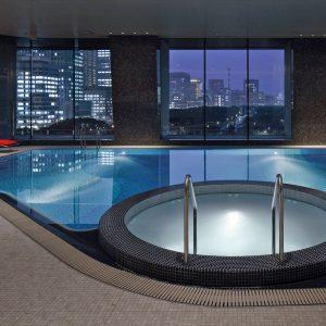 本格的な20mの屋内プールには、豪華なジャグジー付き。