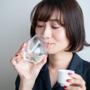 ワイングラスで香りを堪能。