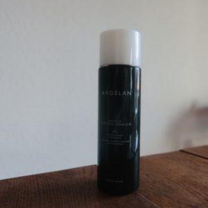〈アルジェラン〉の「高保水化粧水」。朝や夜に使ってます。