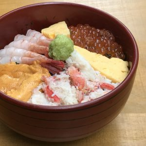 北海道海鮮4色丼1999円。
