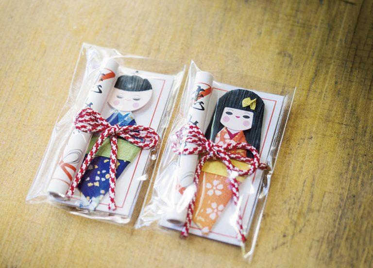 「恋みくじ」200円。男性用と女性用があり、かわいいお守り入り。