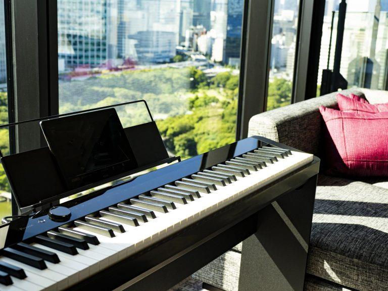 カシオのデジタルピアノ〈Privia〉。ピアノが弾ける方はもちろん、Bluetooth®スピーカーとしても使用できるので、お気に入り音楽をかけて楽しむことも!