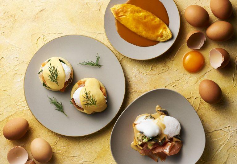 朝食では、人気のエッグベネディクト、オムレツやパンケーキ、フランスジュラ地方の郷土料理など選べるメイン料理を提供