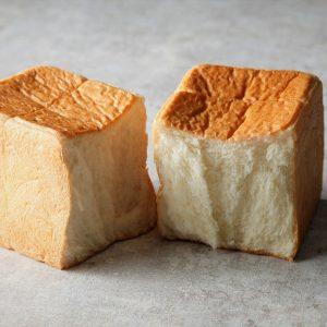 オリジナル高級食パン〈Nikin〉のほか、トーストにぴったりのジャムや蜂蜜など盛りだくさん!
