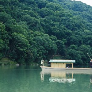Suzuki's Recommend!「京都人でも得難い体験。舟からの眺めはいつもと違う目の高さなので、自然をもっと身近に感じることができました。空が高い夏や紅葉で染まる秋と、自然を満喫。」