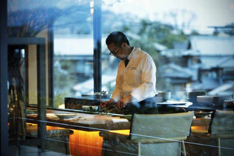 腕を振るうのは星付きレストランでも経験を積んだ久岡寛平料理長。