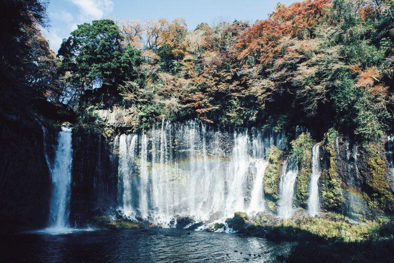 〈白糸の滝〉