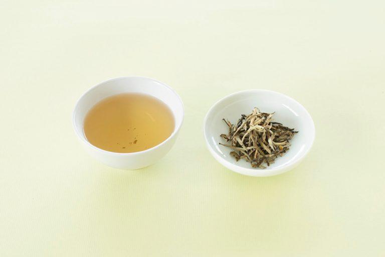 〈銀月サロン〉のジャスミン銀針茶