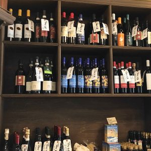 イタリア直輸入のワインや、新潟県産・鮭のコラトゥーラも販売。コラトゥーラとは、イタリアの伝統的な魚醤のこと(タイのナンプラーは有名ですね)。イタリアではカタクチイワシで造られますが、クオルスリストランテのオリジナルは、新潟の鮭で!